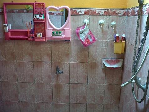 kamar mandi penginapan murah